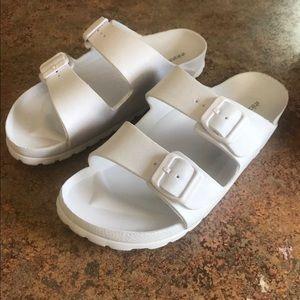 Xhilaration white plastic sandals sz 8
